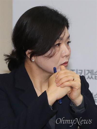 자유한국당 류여해 최고위원이 3일 박근혜 전 대통령 출당 문제를 매듭짓기 위한 최고위원회의에 참석하고 있다.