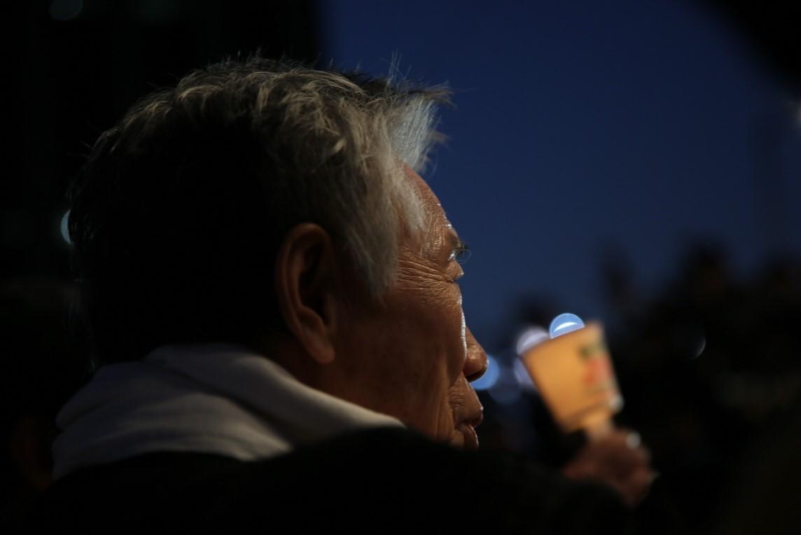지난 10월 28일 서울 광화문 광장에서 열린 촛불 1주년 집회 때 참석한 백기완 소장.
