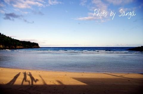일본 쓰시마 해변에서 아내가 찍은 사진, 그림자 놀이 중