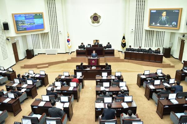 유정복 인천시장, '2018년도 예산안' 시정연설 유정복 인천시장이 시의회에서 시정 연설을 하고 있다.