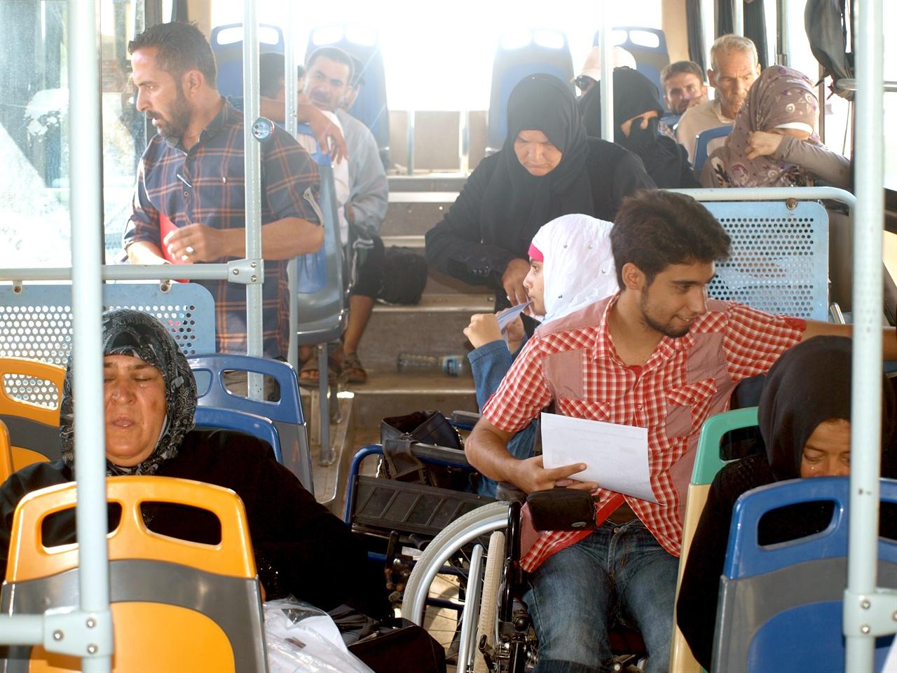 시리아 시민사진3 일상이 녹아있는 시리아 대중들의 발, 버스