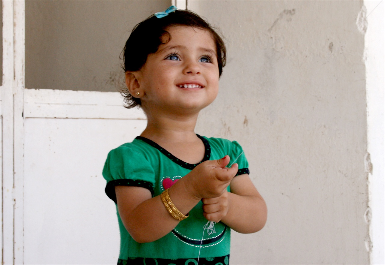 시리아 시민사진6 [가족은 나의 힘!] 사랑하는 아이들과 가족이 곁에 있어 고단한 난민살이에도 웃음과 감사를 잃지 않을 수 있다.