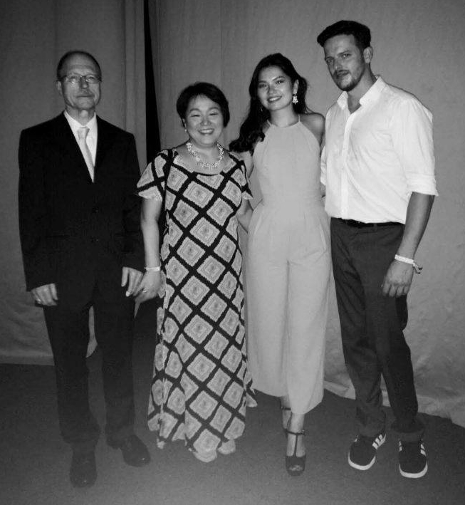 가족 사진 독일 교민 도미경 씨의 가족사진. 왼쪽이 독일인 남편이고, 오른쪽은 딸 야나와 남자친구.