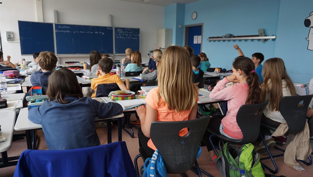 '독일 5학년 독일어 수업 장면' 독일 비스바덴에 있는 딜타이김나지움의 5학년 독일어 수업 장면.