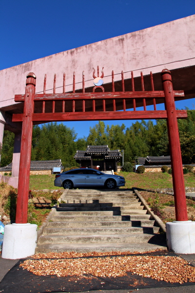 하동군 경천묘 홍살문