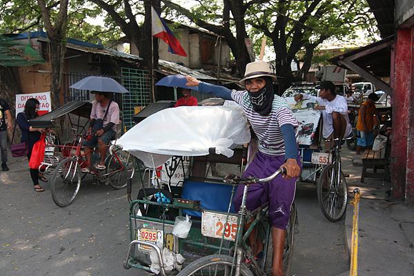 자전거로 하루 종일 손님을 나르면 평균 300페소(7천원) 정도를 번다고 한다. 그 돈으로 10명의 식구를 먹여 살려야 하는 이들의 삶이 상상이 됐다
