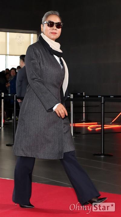 인순이, 완전 가을여자! 가수 인순이가 7일 오후 서울 상암동 SBS프리즘타워에서 진행된 <판타스틱 듀오2-더 파이널 콘서트> 촬영에 앞서 열린 스페셜 레드카펫과 포토월에서 입장하고 있다.