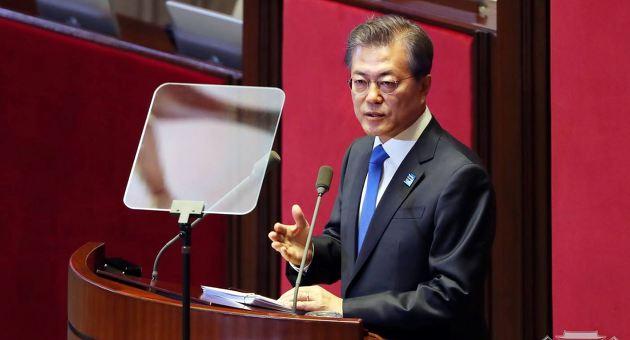 지난 1일, 국회에서 열린 2018년도 예산안 시정연설에서 문재인 대통령이 발언을 하고 있다. 문 대통령은 이날 고위공직자비리수사처 도입을 언급하며 다시 한 번 검찰개혁의 의지를 천명했다.
