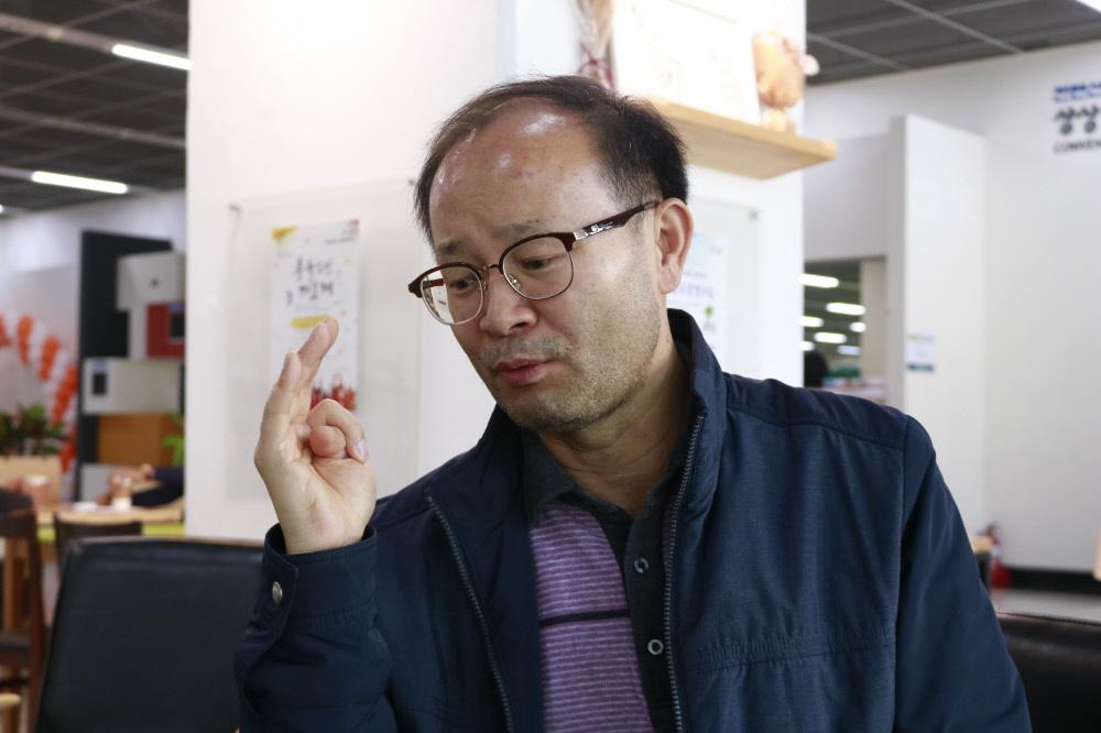 변광섭 콘텐츠진흥팀장이 올해로 3회를 맞는 젓가락페스티벌과 생소한 세계문화대회의 두 행사를 접목하는 시너지 효과를 손꼽으며 말하고 있다.
