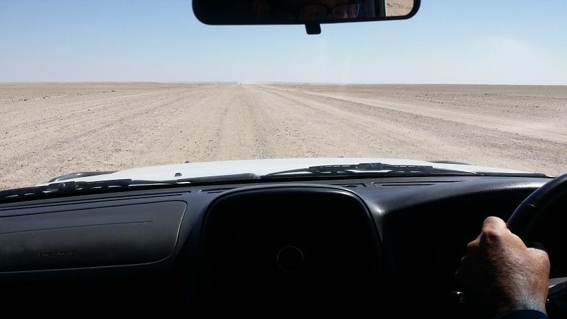 가도 가도 끝없이 펼쳐지는 사막 소서스블레이에서 스와코프문트까지 이런 사막길을 5시간 정도 캠핑카로 달린 것이다.