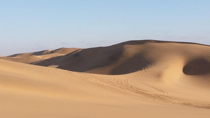사막 모래들이 만들어 놓은 예술품 대서양 바람이 불어오면 저 모래들이 이리저리 날리면서 기기묘묘한 형상들을 만들어 놓고 있었다.