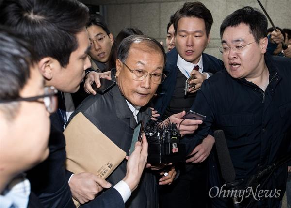 김재철 전 MBC사장이 9일 오전 서울 서초구 서울중앙지방법원에 영장실질 심사를 받기 위해 출석하고 있다.