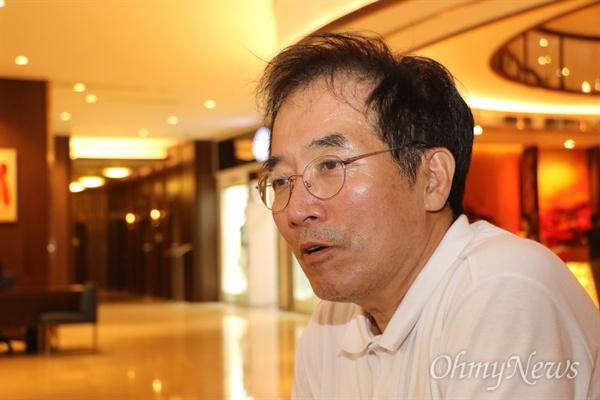 이동우 경주세계문화엑스포 사무총장이 9일 오후 베트남 호찌민시의 한 호텔에서 <오마이뉴스>와의 인터뷰에서 이야기하고 있다.