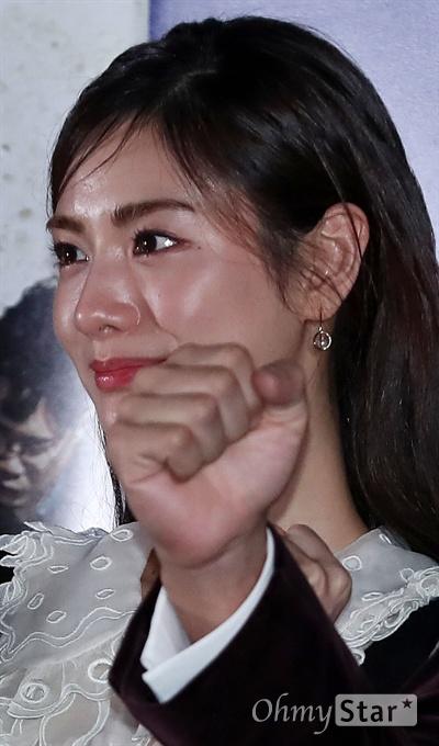 '꾼' 나나, 세계 최고 뷰티꾼 배우 나나가 10일 오후 서울 동대문 메가박스에서 열린 영화 <꾼> 시사회에서 포토타임을 갖고 있다. <꾼>은 희대의 사기꾼을 잡기 위해 뭉친 사기꾼들의 팀플레이를 다룬 범죄오락 영화다. 22일 개봉.