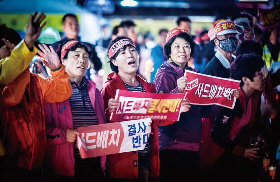 시민들은 자신들의 평화로운 삶이 보장되기를 원했고 그래서 촛불을 들었다.