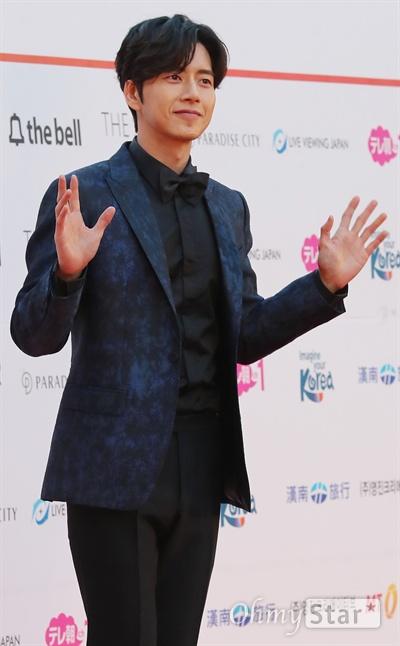 박해진, 젠틀과 깔끔 사이 배우 박해진이 15일 오후 서울 잠실실내체육관에서 열린 <2017 아시아 아티스트어워즈>에서 인사를 하고 있다.
