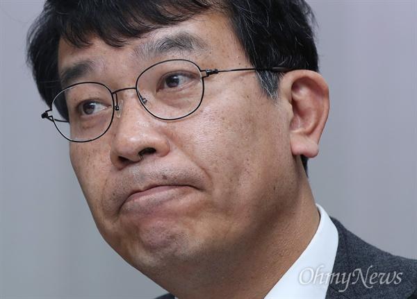 김종대 정의당 의원은 지난 국정감사에서 '군 트라우마센터' 필요성을 제기했다. 군이 '사소하고, 지엽적인' 문제로 여기는 군 피해자들을 위해 정신건강 분야의 치유가 필요하다는 생각에서였다.