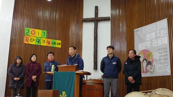 삼표시멘트 노동자들이 정규직 복직 소식을 전하고 있습니다. 3년 불법파견 투쟁으로 정규직 전환 복직된 삼표노동자들