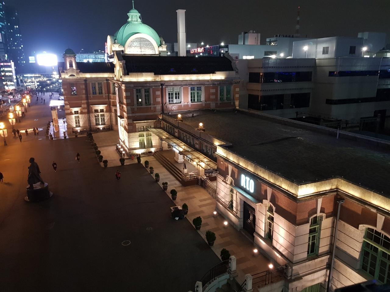 문화재 보존의 문제로 인해 본 역사 대신 북측 부분을 개조하여 새로 여객취급을 하는 서울역 옛 역 건물.