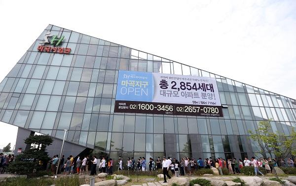 지난 2013년 서울주택도시공사의 마곡지구 견본주택관 개관 모습