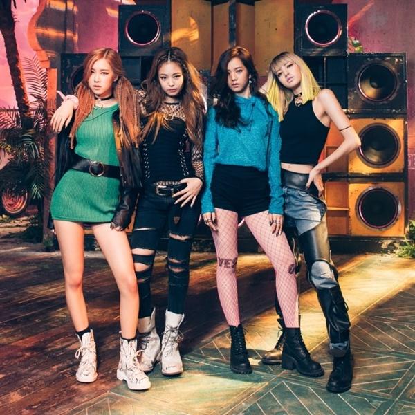 YG의 인기 걸그룹 블랙핑크.  지난해 여름 데뷔한 이래 이 팀이 발표한 곡수는 고작 5곡에 불과하다.