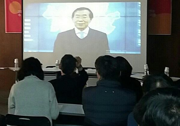 박원순 시장 참여연대 사무처장 출신인 박원순 시장이 영상 축사를 했다.