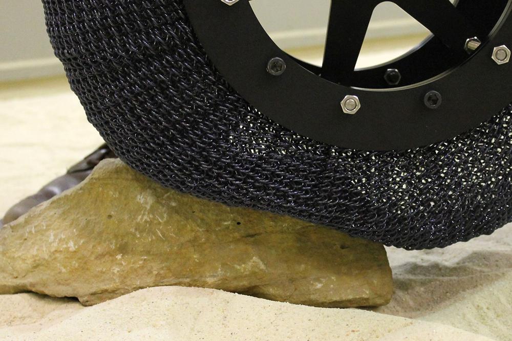 나사의 초탄성 타이어