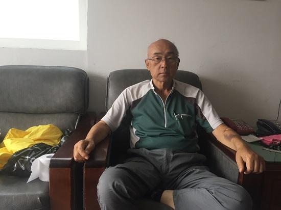 지난 8월 18일 경북 울진군 죽변면에 있는 자신의 사무실에서 <단비뉴스>와 인터뷰하고 있는 전간술씨.