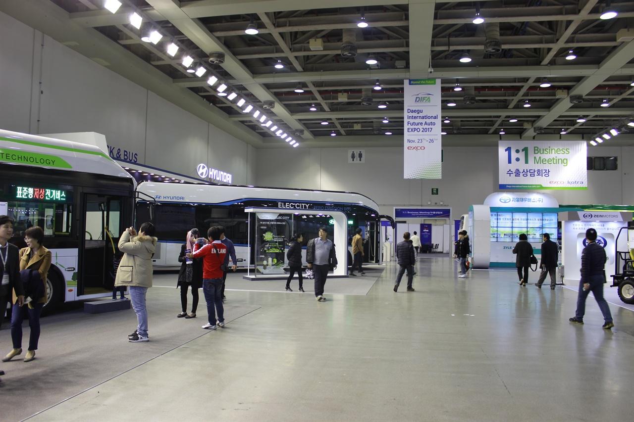 전기버스가 가득 지난 23일부터 26일까지 개최되었던 대구국제미래차박람회의 전기버스관.