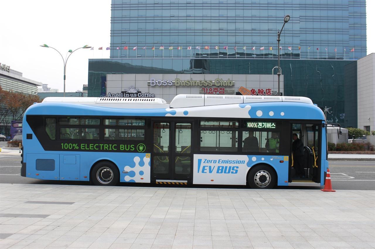 대구국제미래차박람회의 셔틀버스로 활용되었던 에디슨 모터스 사의 e-화이버드 모델.