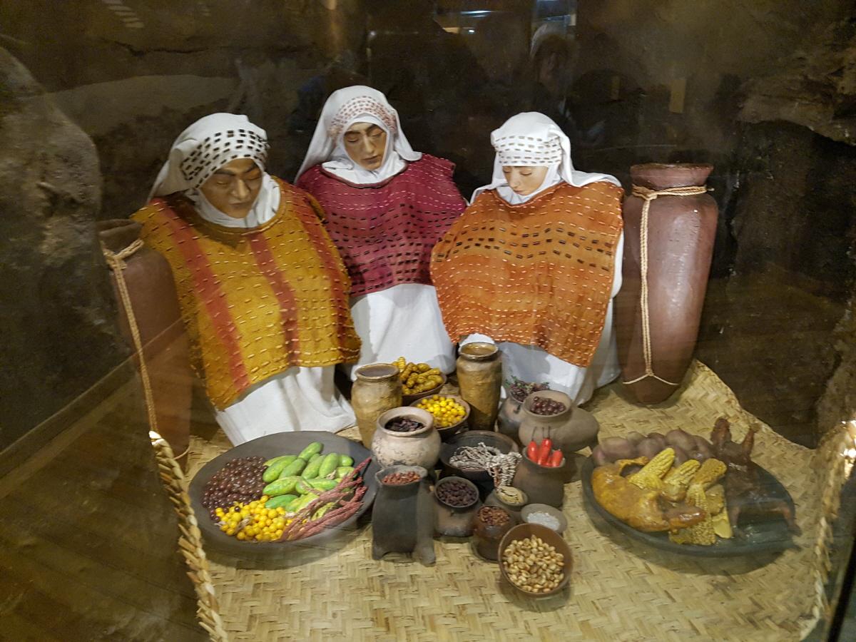 에콰도르생활사 박물관 잉카시대부터 식민지시대를 거쳐 현재까지의 에콰도르인들의 삶의 흔적을 통시적으로 살펴볼 수 있다.