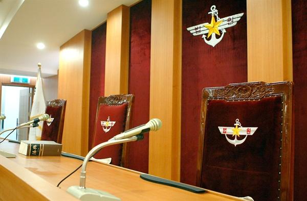 지난 2000년 대통령령으로 창설 서울 용산 국방부 내에 위치하게 된 고등군사법원의 법정 내부.