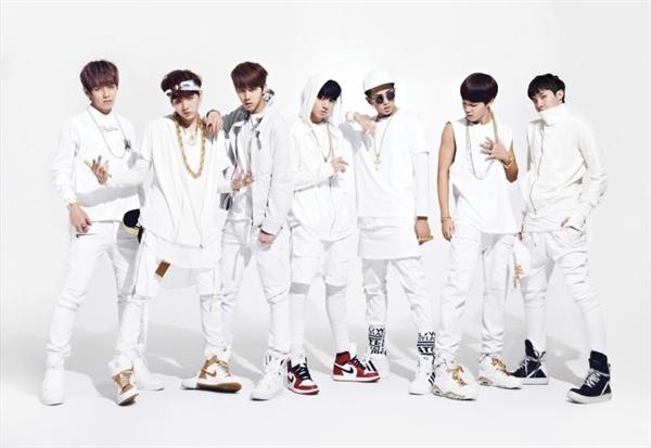 데뷔 초기 방탄소년단은 지금보다 달리 갱스터 랩 등으로 대표되는 센 음악을 앞세웠다.