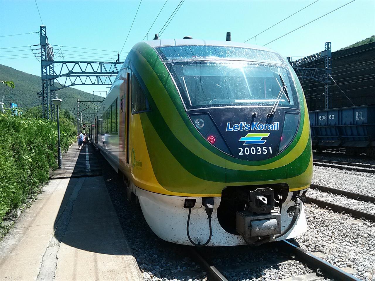 태백선 일대에 관광 붐을 불러일으킨 중부내륙순환관광열차 O-train.
