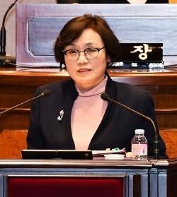 구정질문을 하고 있는 강남구의회 이경옥 의원.