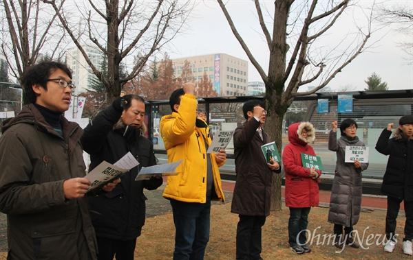 대전시의 도안갑천지구 친수구역 개발 백지화를 촉구 45차 '고함기도회' 및 '목요집회'가 7일 오전 대전시청 북문 앞에서 개최됐다.