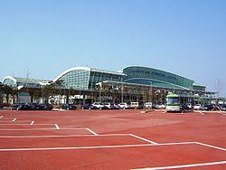 '뜨거운 감자'로 한 층 치솟은 무안국제공항의 모습.