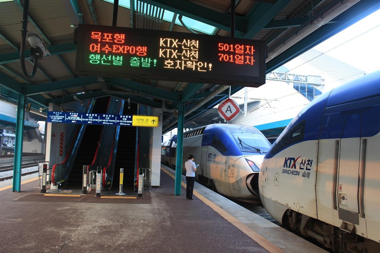 호남고속선의 노선 방향을 두고 논란이 거세지고 있다. 사진은 호남고속선의 경유역인 익산역.