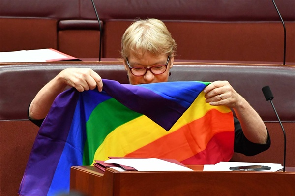 """""""해냈다"""" 동성결혼법안 통과 반기는 호주 의원들"""