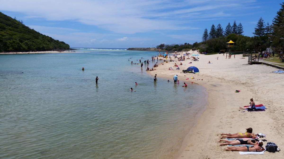 호주 사람들의 전형적인 바다를 즐기는 모습