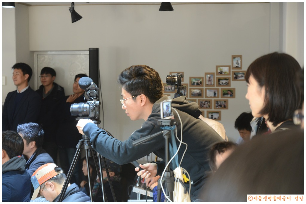 '아나바다*복합문화예술공간 울' 개장식 때 기자들의 활동이 대단했다.