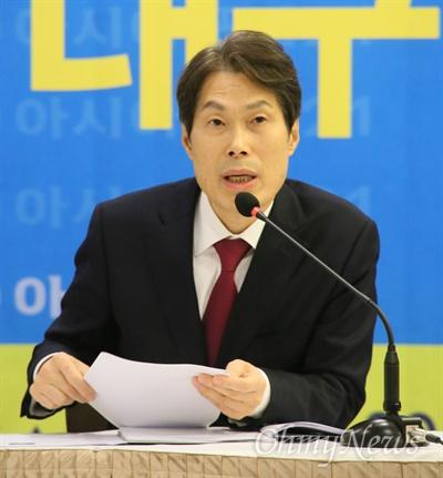 이진훈 대구수성구청장이 14일 오전 아시아포럼21 주최 토론회에서 오는 20일 대구시장 출마를 선언하겟다고 밝혔다.