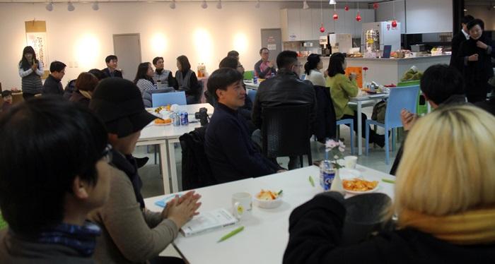 대전충남인권연대가 15일 저녁 7시 30분, 대전NGO센터에서 제3회 '풀뿌리 인권상' 시상식을 개최하고 있다. 이 단체는 2ㅣ난 2015년 부터 매년 지역 내에서 인권개선을 위해 일해 온 시민을 찾아 시상하고 있다.