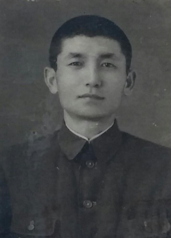 해방후 홍가륵 모습 수의사자격증에 부착되어 있던 홍가륵 사진