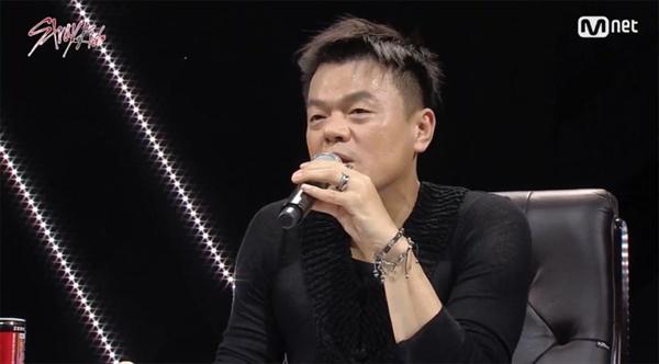 19일 생방송으로 진행된 Mnet <스트레이 키즈> 최종회.  박진영 대표 프로듀서가 총평을 말하고 있다.