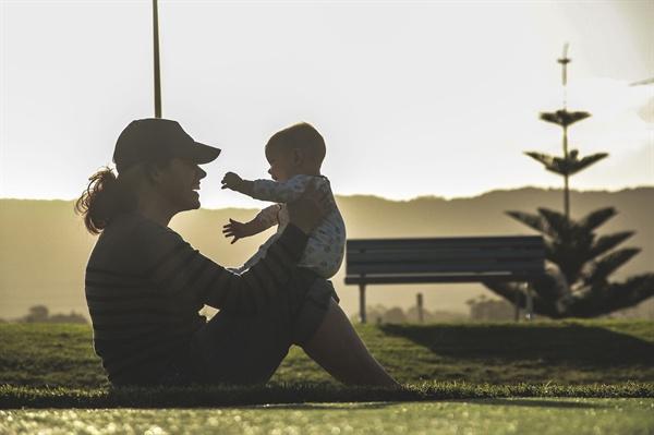 너의 행복만을 바라는 엄마가 너의 행복을 위해 줄 수 있는 최고의 선물은 페미니즘이란다(자료사진).