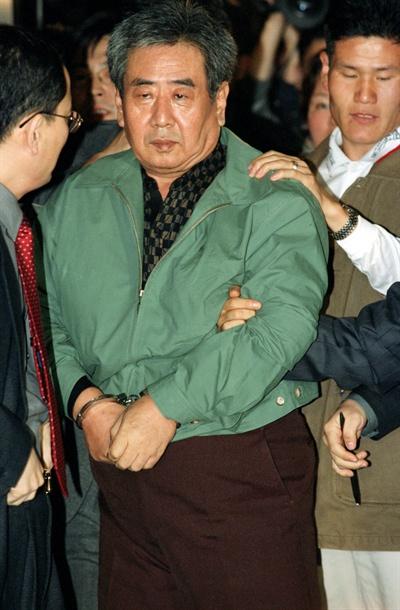 1999년 1월 구속이 결정된 이근안 전 경감이 성동구치소로 이송되기 전 수원지법 성남지원에서 자신의 심경을 밝히고 있다