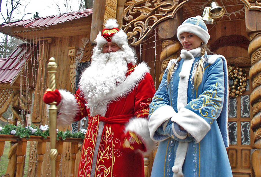 러시아 산타 '서리 할아버지(뎨드 마로스)'와 손녀 '눈아가씨(스녜구라치카)'. 이들은 성탄절이아니라 새해에 선물을 배달한다.