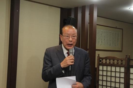 차흥봉 차흥봉 전 복지부 장관 인사를 하고 있다.