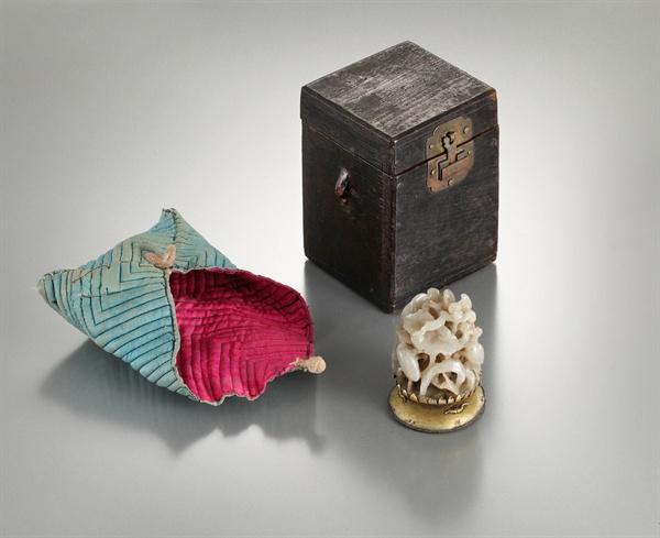 이순신 장군의 옥로(玉鷺, 갓머리에 달았던 장식품). 보물 326호 '이순신 유물 일괄'(李舜臣 遺物 一括) 중 하나다.